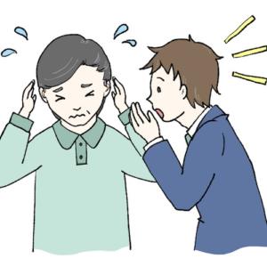 補聴器には大きな音を抑える機能があります